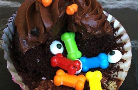 Spooky Stuffed Halloween Cupcakes