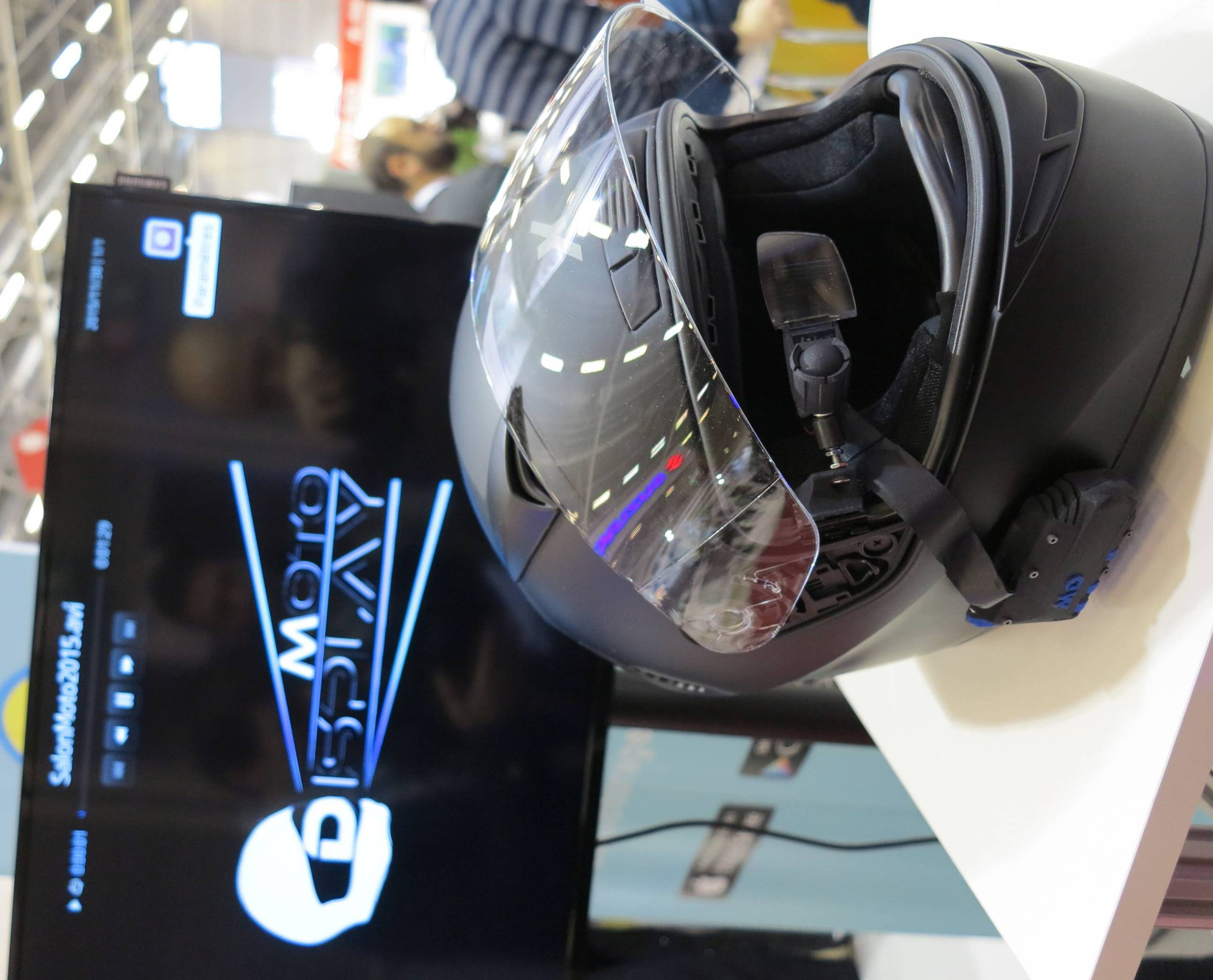 French Startup Plugs Smartglasses Into Bikers Helmets