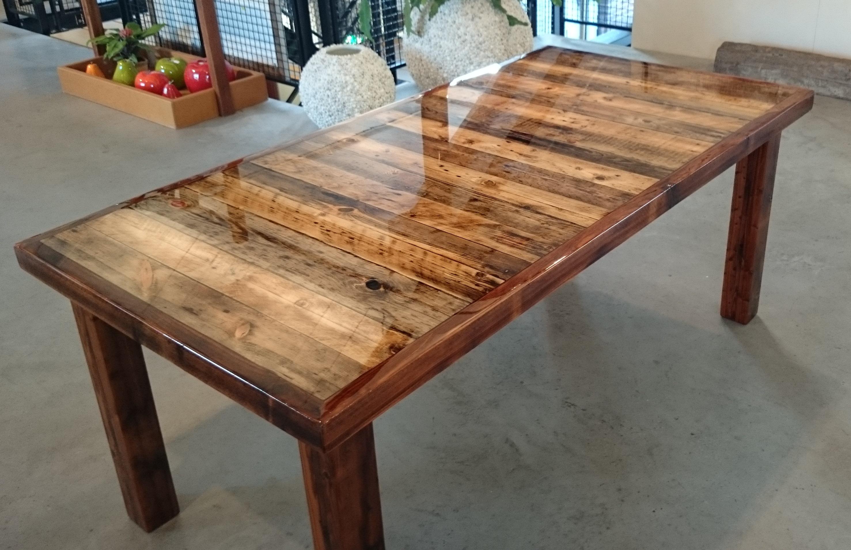 Eiken tafel epoxy tafels vierkant en rechthoekig