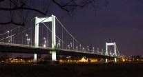Mülheimer Brücke bei Nacht