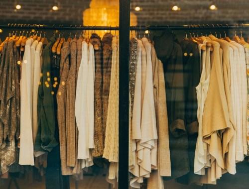 shoppen-kleiderstange-frauen-männer-witzig-sätze-nicht-hören