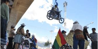 Discapacitados rompen acuerdo con Gobierno y reanudan marcha a La Paz