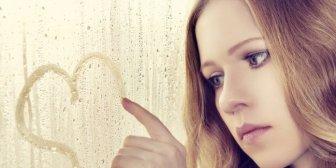 9 rasgos que indican que eres una romántica empedernida
