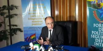 """Gobierno niega persecución a periodista Valverde y asegura que éste se fue de Bolivia para hacer """"show"""""""