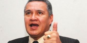 Detención domiciliaria para Eduardo León, aún en duda