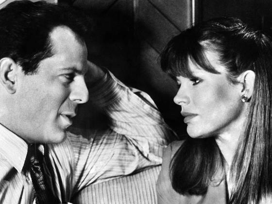 Bruce Willis y Kim Basinger, en un fotograma de la película