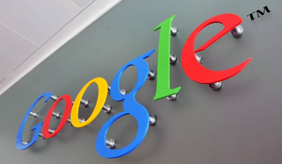 Un cartel con el logo de Google