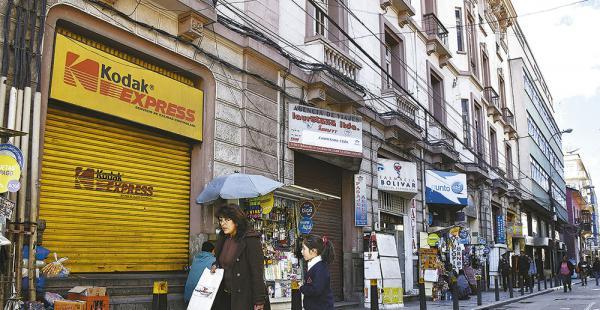 El vallado en la plaza Murillo afecta a los comercios que están asentados cerca del Palacio Quemado