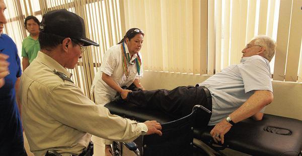 El general Gary Prado tiene heridas en los gluteos, debido a que permanece mucho tiempo sentado. Los médicos le piden reposo