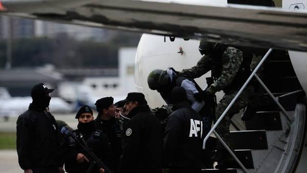 Llegada de Pérez Corradi a Aeroparque. FOTO GERMAN GARCIA ADRASTI