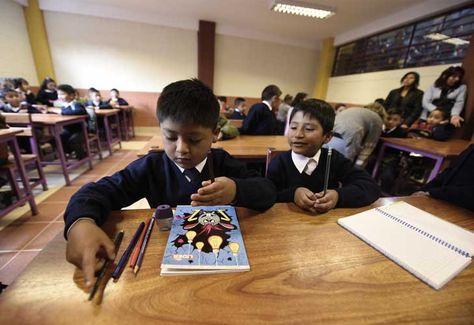 Estudiantes de primaria pasando clases. Foto: La Razón