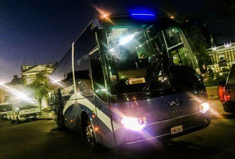Los buses de la comitiva boliviana partieron desde la plaza Murillo.