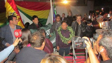 La comitiva boliviana encabezada por el canciller David Choquehuanca es recibida en Arica. Foto: Micaela Villa.