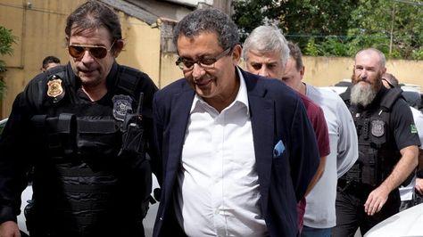 Joao Santana, escoltado por la Policía.