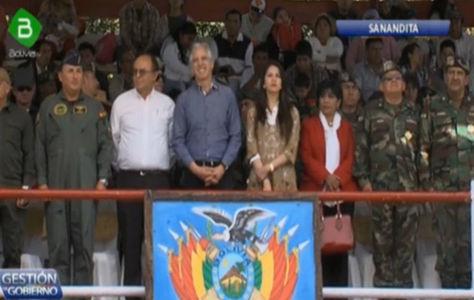 García Linera y otras autoridades en el acto de clausura en Sanandita