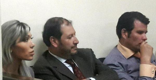 Gabriela Zapata junto a Wálter Zuleta y Williams Sánchez, cuando ambos eran sus abogados