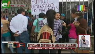 Universitarios siguen en vigilia y piden nuevas elecciones