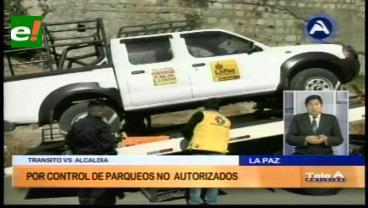 La Paz: Grúas remolcan vehículos estacionados sin autorización