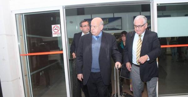 El agente chileno ante La Haya arribó a esa región para visitar el puerto, en el cual transportistas bolivianos denuncian abusos.