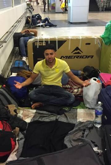 Un turista mexicano, la madrugada del jueves, pasa su segunda noche en Barajas