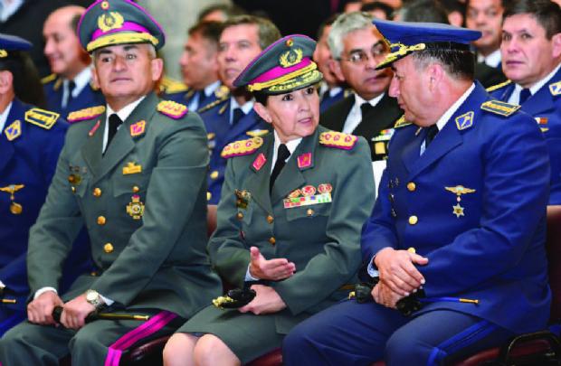 Reque Terán es la primera mujer que llega al Alto Mando Militar