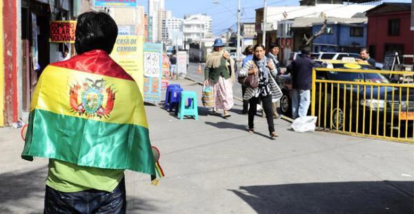 Los residente bolivianos en Chile pagarán el doble para su residencia