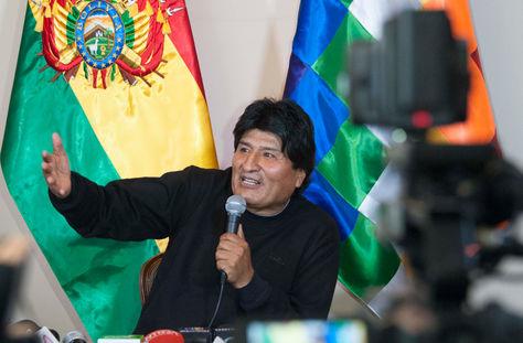 El presidente Evo Morales brinda conferencia de prensa, en la residencia presidencial de San Jorge.