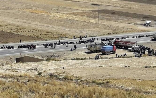 Mineros cooperativistas toman de rehenes a 47 policías en Mantecani