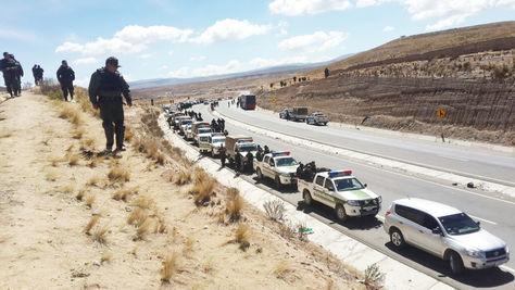 Unidades policiales desplegadas en Mantecani, donde hasta ayer los cooperativistas minetos habían mantenido uno de sus principales puntos de bloqueo.