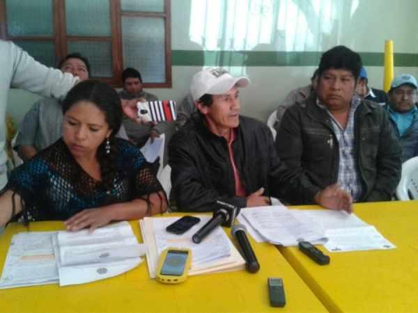 Grupo de campesinos se abre a dialogar con Oliva