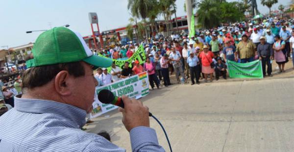 La movilización partió a las 6:30 con un menor número de agricultores que avanzaban a pie, delante de una extensa caravana
