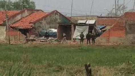 Parte del muro perimetral que el viento derrumbó en el penal de Mocovi, en Trinidad. Foto: ABI