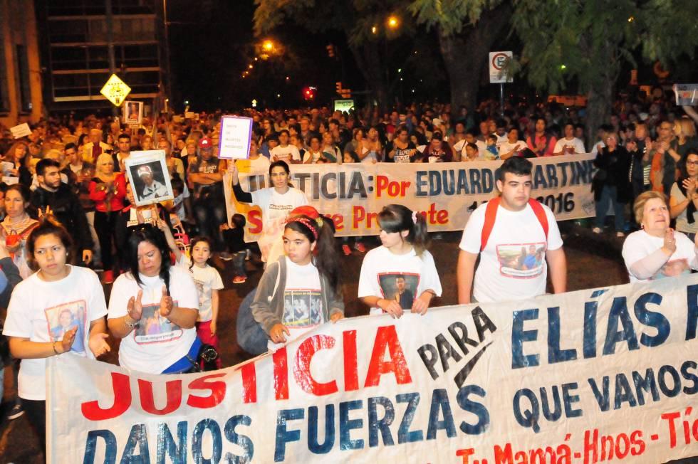 Familiares de víctimas en la movilización de este jueves en Rosario.