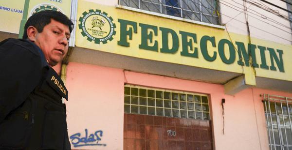 La mañana de este viernes la Policía allanó las oficinas de Fedecomin en La Paz