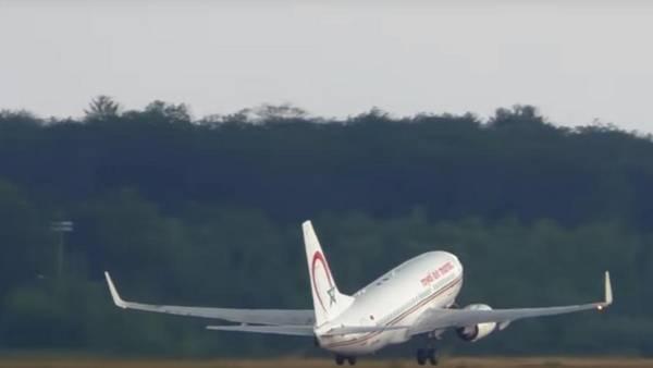 El avión de la compañía marroquí que falló en el primer despegue. (La Vanguardia)