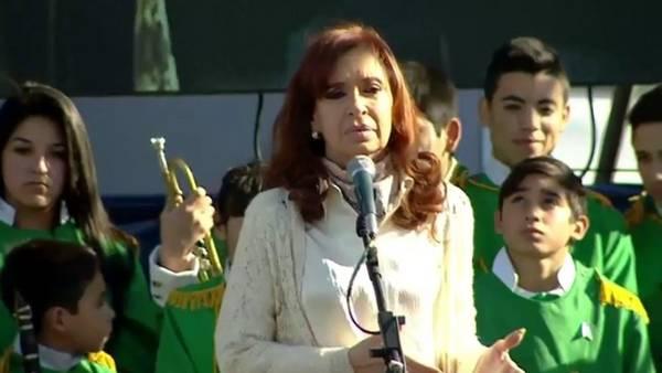 Cristina Kirhcner con militantes en Ensenada.