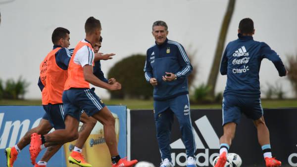 Edgardo Bauza, al frente de su primera práctica al frente de la Selección. (Gustavo Garello)