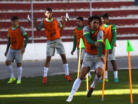 Marcelo Martins encabeza una tarea física en el estadio Siles.