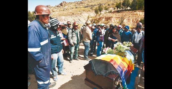 Uno de los mineros que murió en los enfrentamientos cuando estaba tendido en la calle