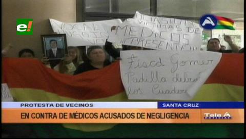 Protesta de vecinos contra médicos acusados de negligencia