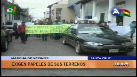 Vecinos marcharon, exigen los papeles de sus terrenos