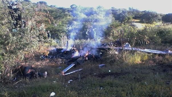 Resultado de imagen para México: Cuatro muertos por el derribo de un helicóptero oficial a manos de criminales