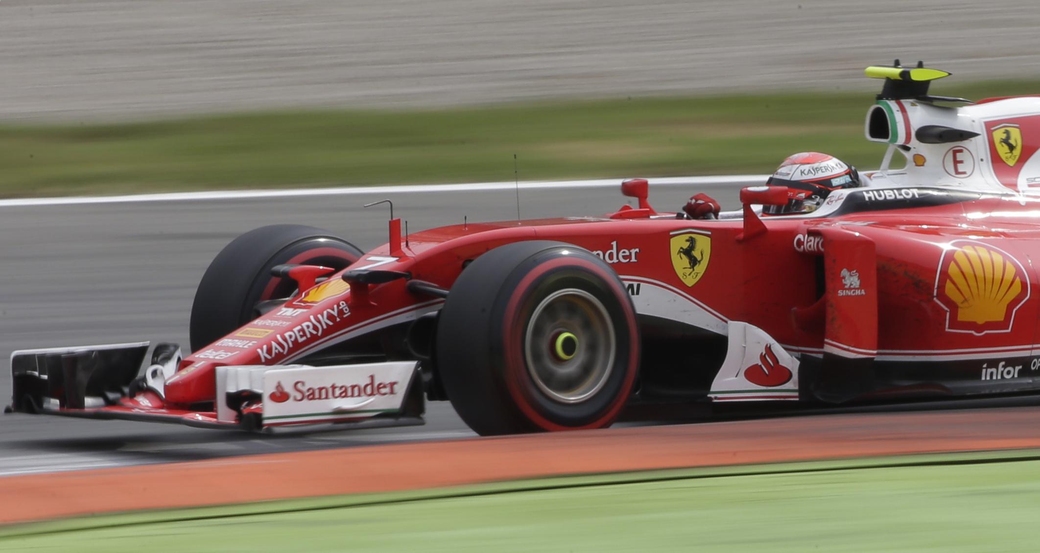 Imagen del Ferrari de Kimi Raikkonen durante el GP de Italia. Reuters