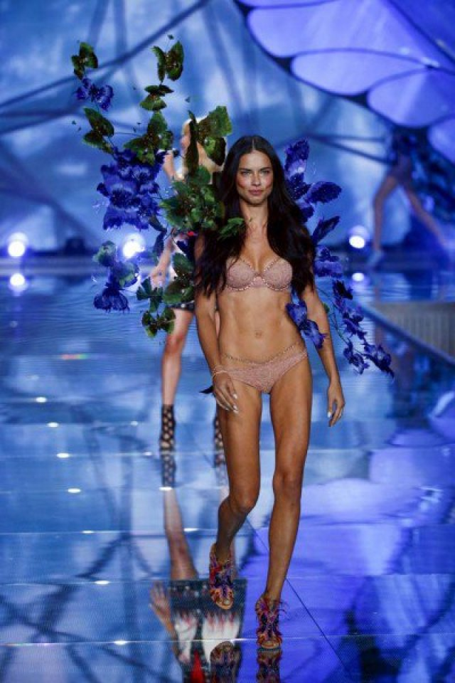 REFILE - ADDING USAGE RESTRICTIONS Model Adriana Lima presents a creation during the 2015 Victoria