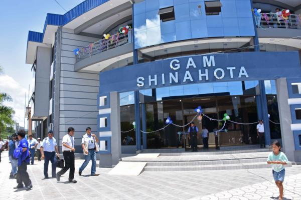 Resultado de imagen para Presidente entrega una terminal en Shinahota