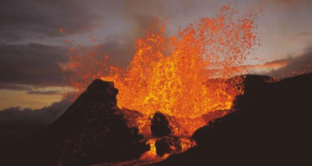 Resultado de imagen para Entra en erupción por segunda vez en el año el volcán Piton de la Fournaise, en la isla Reunión