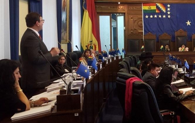 PDC advierte a senadora Gómez con expulsarla y quitarle su curul por apoyar Reglamento de Ética del MAS