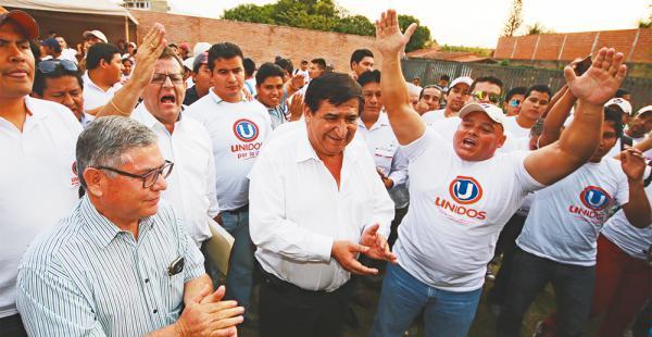 Aún había sol ayer, cuando Ulloa y Rosas saboreaban la victoria de la mano del voto de los docentes
