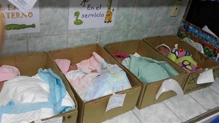 Bebes en cajas: el drama de los hospitales en Venezuela por la crisis económica. Foto: Twitter @unidadvenezuela