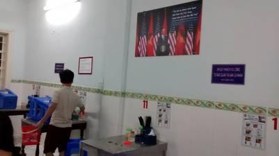 En el primer piso, uno de los tantos carteles que recuerdan que allí cenó Obama.